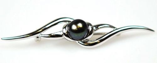 White gold grey black pearl brooch